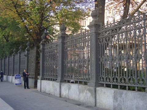 Ограда Николаевского дворца. 2006.09.23.