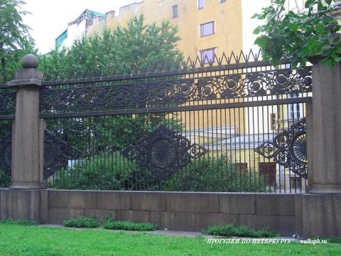 Ограда Воронихинского сквера.