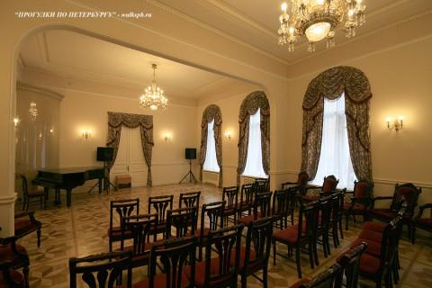Зал в особняке Нейдгарта. 2009.05.14.