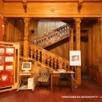 Дубовая лестница в особняке Н. П. Румянцева