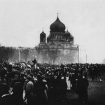 Горожане около собора Введения во храм Пресвятой Богородицы лейб-гвардии Семёновского полка