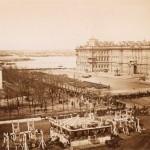 Парад на Адмиралтейской площади, качели и балаганы в Александровском саду